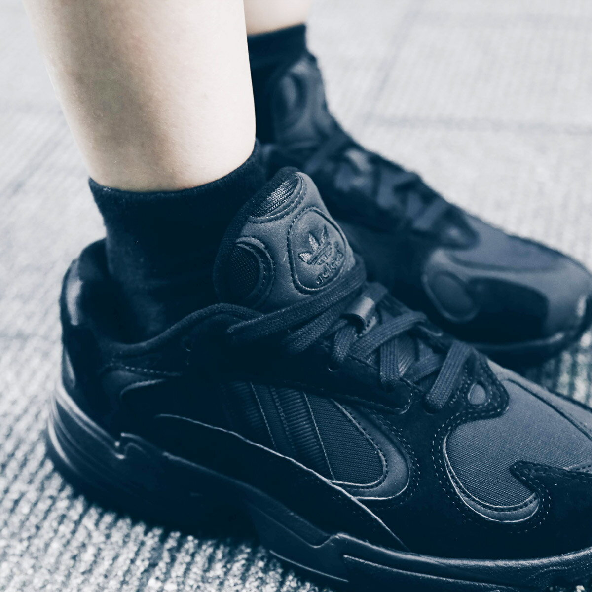adidas Originals YUNG-1 (アディダス オリジナルス ヤング 1) CORE BLACK/CORE BLACK/CARBON18FW-I