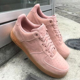 NIKE AIR FORCE 1 '07 LV8 SUEDE(ナイキ エア フォース 1 07 LV8 スエード)PARTICLE PINK/PARTICLE PINK【メンズ スニーカー】17HO-I