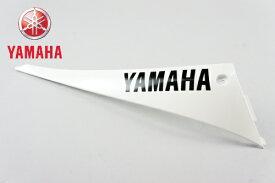 YAMAHA[ヤマハ] 純正品 シグナスX シグナスX125 外装 モールフートレスト2 右 ホワイトメタリック1 白 SE44J(13-15) アンダーカウル キャッシュレス5%還元