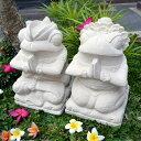 お祈りカエルの石像A(ペア)(スペシャル装飾 民族衣装 30cm) 【 かえる 置物 石彫り ストーン 石 バリ アジアン 雑…