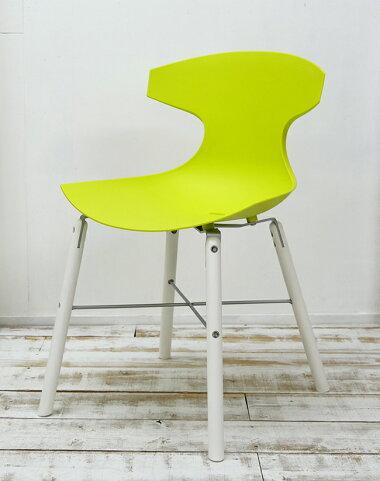 明るい黄緑色のデザイナーズチェア個性的なダイニングチェア
