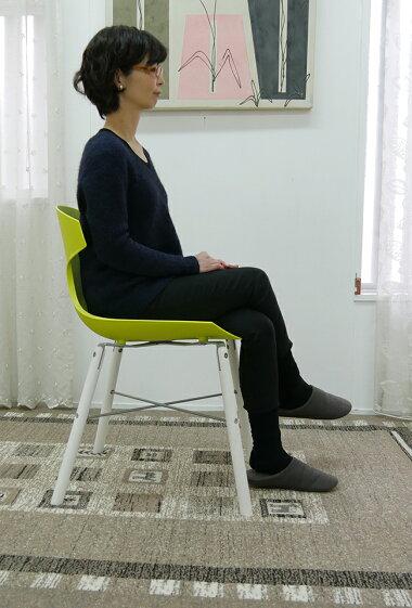 座りやすいカーブした形状の椅子緑色のお洒落な椅子