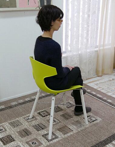 グリーン座面のダイニングチェア座りやすい椅子