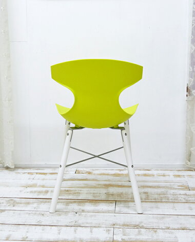 座面が緑色の椅子デザイナーズチェア