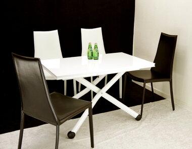 高さも大きさも自在に変えられるテーブルセットです♪