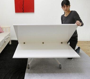 天板を大きく広げられる伸長式テーブル