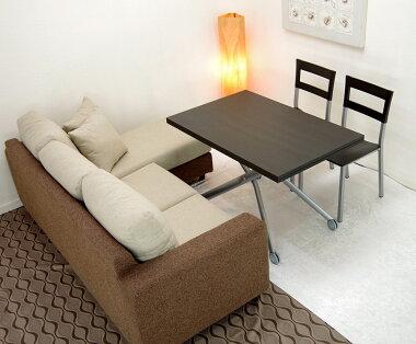 ソファとダイニングチェア両方に高さを合わせられる高さ調整テーブルこげ茶色の木製天板