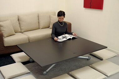 座卓としても便利に使えます。