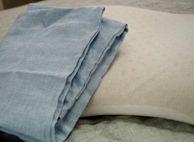枕カバーにはファスナーが付いています。