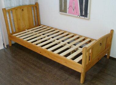 パイン無垢材と無垢集成材でつくったベッド