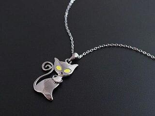 【メール便送料無料】ネコネックレスクロネコシルバーブラックネコモチーフキャット大きいあす楽対応ねこ猫ねこちゃんペンダント大きめ大ぶりレディースかわいいクロネコ黒猫猫のアクセサリー黒い猫魔女魔法使い可愛いプレゼント華奢シンプル