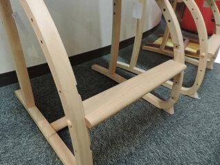 カリモクXT2401/子供用椅子/キッズチェア/デスクチェア/ダイニングチェアとしても/ステップアップ/長く使える/合成皮革・布張り/送料無料/日本製家具/木製