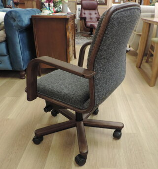 カリモクXS0640(旧XS0650)肘付PCチェアデスクチェアーパソコン椅子ロッキング式アイアンコンパクト事務椅子オフィスチェアkarimoku日本製家具正規取扱店おすすめおしゃれOAチェアファブリック布張り