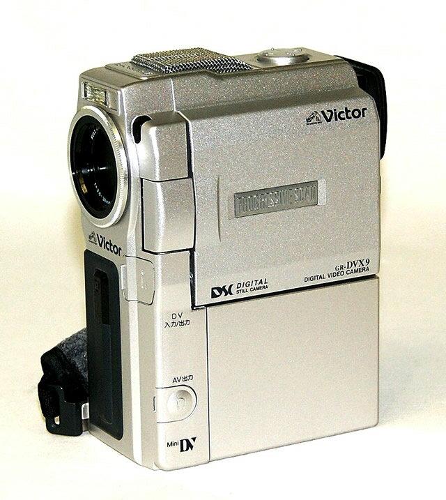 【中古】迅速発送+送料無料+動作保証!! Victor ビクター JVC GR-DVX9 液晶付きデジタルビデオカメラ ミニDV方式 アクセサリーキットおまけ(リモコン欠品)【@YA管理1-53-15560474】