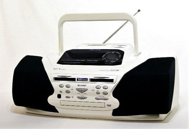 【中古】迅速発送+送料無料+動作保証!! SHARP シャープ MD-F200-W ホワイト MD Studio MD/CDシステム(CD/MDデッキ)(ラジカセ形状タイプ) MDLP非対応【@YA管理1-53-91106365】
