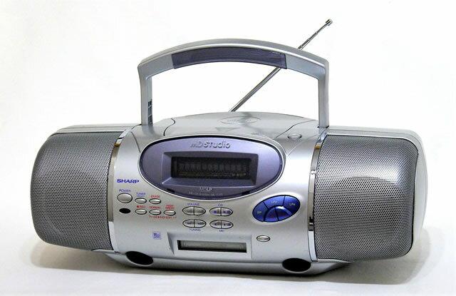 【中古】迅速発送+送料無料+動作保証!! SHARP シャープ MD-F220-S シルバー MD Studio MD/CDシステム(ラジカセ形状タイプ)【@YA管理1-53-11210214】