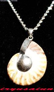天然 アンモナイト 菊石 化石ペンダントトップ男女兼用 新品 一点ものレディースネックレスメンズネックレスnecklace ammonite fossil威龍彩雲通販