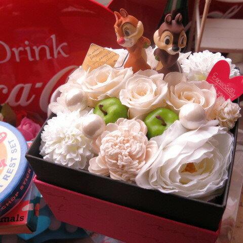 誕生日プレゼント チップ&デール入り 花 フラワーギフト 箱を開けてサプライズ ボックス 白バラ プリザーブドフラワー入り チップ デール ピック