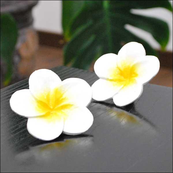 木彫りのプルメリアの造花 2個セット ホワイト7Cm 【バリ島直輸入 アジアン雑貨 バリ雑貨 ハワイアン おしゃれ 装飾小物】