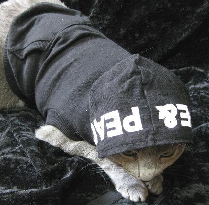 袖部分のみがハート柄なので、さりげなさがお洒落で可愛らしいフリース素材だから暖かく、汚れてもヘッチャラ!ラブリーハートパーカー犬&猫対応