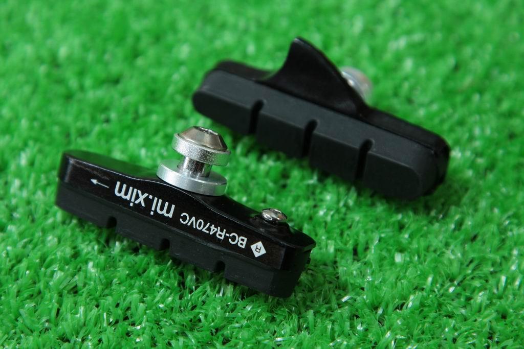 【即納】mi.Xim 軽量 シマノ/スラム互換 ロード用 キャリパーブレーキ用 カートリッジ式 ブレーキパッド ブレーキシュー アルミハウジング ブラック
