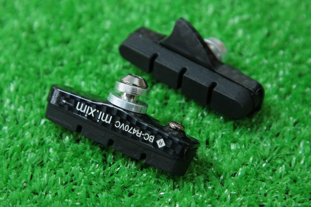 【即納】mi.Xim 軽量 シマノ/スラム互換 ロード用 キャリパーブレーキ用 カートリッジ式 ブレーキパッド ブレーキシュー アルミハウジング カーボン調