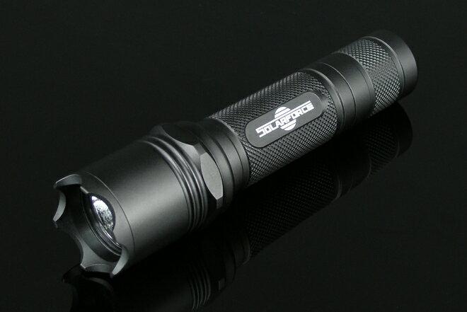 ソーラーフォース L2 LED ライト フラッシュライト 懐中電灯 Cree XP-G R5 1モード シングルモード LED バルブ付属 対応電圧 3V-18V Solarforce 18650/16340/CR123A電池対応