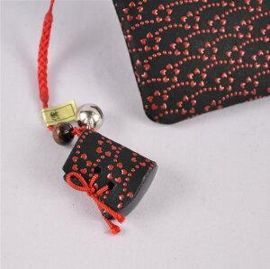 【印傳屋(いんでんや)(印伝)】財布と根付のセットF小銭入01(黒地赤漆・小花)+根付(ブーツ型)《無料ラッピング承ります》誕生日や記念日のプレゼントに最適!【RCP】