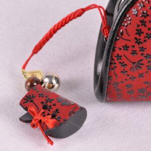 【印傳屋】【印伝屋】財布と根付のセット口金式(がまぐち)(72H)(赤地黒漆・アメリカンブルー)+根付(ブーツ型)《無料ラッピング承ります》クリスマスなどのプレゼントに最適!【RCP】【レディース財布/がま口財布】