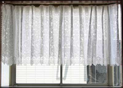 出窓用レースカーテン ストレート丈長さ2サイズ 88cmと105cmから、生地柄がツタ柄とバラ柄から選べます