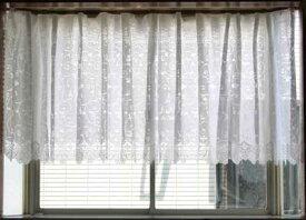 レースカーテン おしゃれ出窓用レースカーテン ストレート丈長さ2サイズ 88cmと105cmから、生地柄がツタ柄とバラ柄から選べます