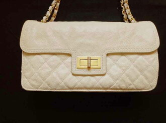 CHANEL shanerubaggumatorassechienshorudabaggukyabiasukin 25浅驼色×黄金金属零件包包女士包美品