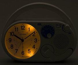 【CITIZEN/シチズン リズム時計】(シチズン/リズム時計)CITIZENAM/FMラジオ付き防災クロックディフェリアR04ホワイト4RQA04-003