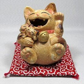 笑福子抱き猫(中)三毛(座り)通山(瀬戸焼)商売繁盛、家内安全【|通山| 猫グッズ 猫雑貨 猫 ねこ ネコ|招き猫 幸運 開運 瀬戸焼|