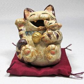 笑福子抱き猫(小)トラ(座り)右手招き通山(瀬戸焼)商売繁盛、家内安全|通山| 猫グッズ 猫雑貨 猫 ねこ ネコ|招き猫 幸運 開運 瀬戸焼|
