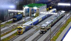 「送料込」鉄道模型ジオラマ展示台Nゲージ用 [90cm×30cm]架線柱ヤード灯つき電車区機関区 照明付●注文製作●展示台90x30−1T(レールはTOMIX製になります)