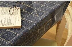 テーブルクロスビニール古典和柄約120×120cm幅120cm生地風藍染風赤撥水耐水おしゃれお洒落リビングダイニングモダンかわいい可愛い北欧メール便送料無料