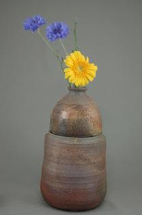 C-5輝光窯変小長仏3変化花器壺阿弥陀如来座像付き骨壷5号阿弥陀如来座像を後ろ向きにして壺にお花を生けて楽しむ
