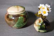 B-4鳴海織部小丸2変化壷付き骨壷5号美術品として、又実際に花を生けたり、生前に楽しみ、最後に自分が愛用したものが骨壷として使用出来ます。