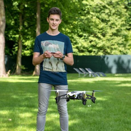 【ドローン規制対象外】ParrotドローンMAMBOFLY【垂直カメラ+超音波センサー掲載】【オートホバリング機能】