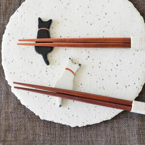 うしろネコ箸置き クロとシロ 猫箸置き/陶器/美濃焼/カトラリーレスト ペーパーウエイト はしおき 日本製 手作り プレゼント おしゃれ かわいい/ギフト/贈り物 贈答品