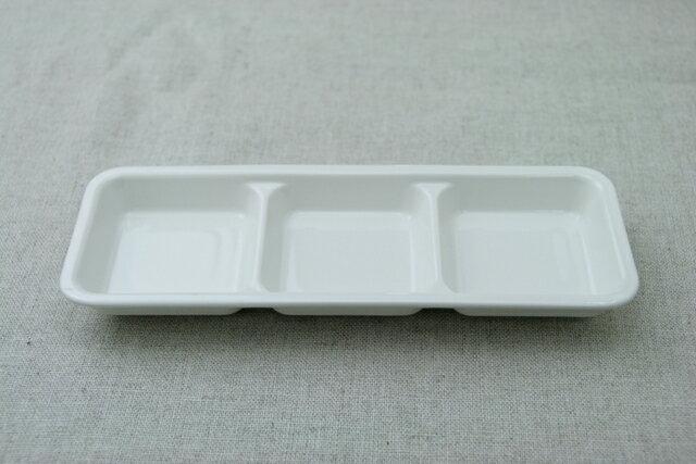 アイボリー 3つ仕切り皿 白い陶器ちょっと深めで軽い食器 お子様子供プレートや家飲みオードブル皿にもほっこりおうちカフェにお役立ちのトリオプレート【 02P18Jun16 】