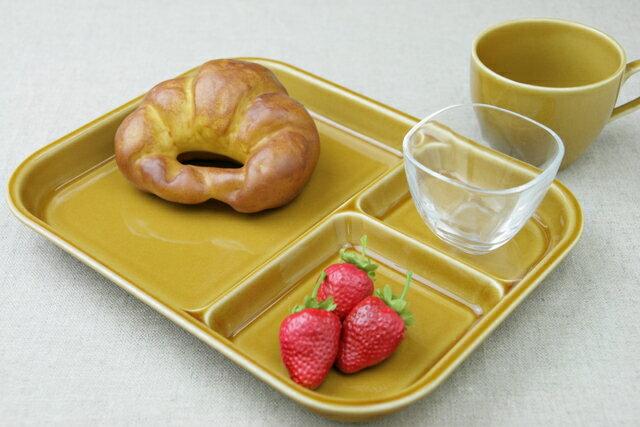 【訳あり】キャラメル 陶器ランチプレート(大)3つ仕切り皿でちょっと深めで大きい使いやすいうつわやさんオリジナルカラー日本製でほっこり子供と一緒のおうちカフェに【 02P18Jun16 】