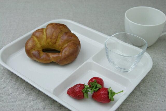 アイボリー 陶器ランチプレート(大)3つ仕切り皿でちょっと深めで大きい使いやすいうつわやさんオリジナルカラー日本製でほっこり子供と一緒のおうちカフェに【 02P18Jun16 】