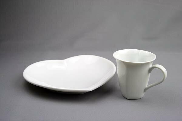 ハートが浮かぶ ピュアホワイト マグ&ハートのかたち大きめプレートLのセット日本製 白い食器【10P14jun10】