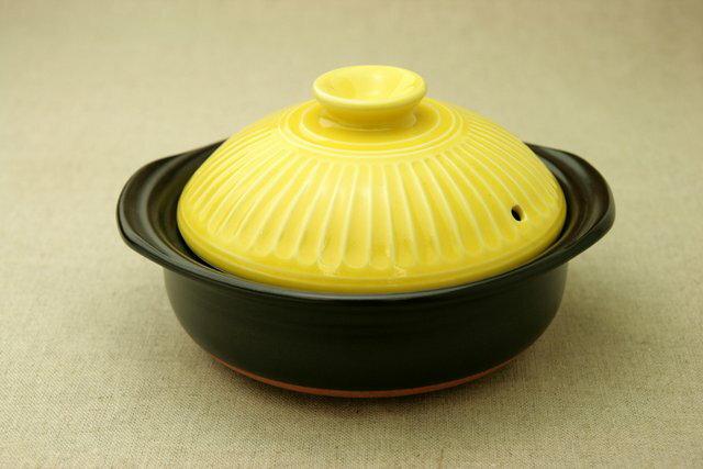 菊花イエロー エコ・ラク 土鍋 6号鍋 日本製 一人用直火可 耐熱 軽量 炊飯目盛付 夜食や一人暮らしに