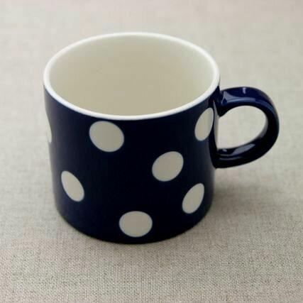 水玉 マグカップ ネイビーブルー 紺色に白のドットがかわいい ミルクティーやカフェオレに 日本製