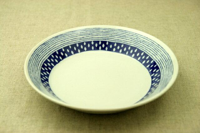 蒼露(そうろ) 21cm深皿 青と白の反らし型6.3深皿ドロップ ボーダー カレー皿 パスタ皿 和食器 日本製 カネ定 蒼の器【 02P18Jun16 】