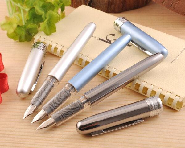[磨耗に強いペン先/擦り傷に強いパール加工/カートリッジを差し込んだまま1年経ってもインクが固まらないスリップシール機構]プラチナ万年筆 PLATINUM プレジール 万年筆 アイスホワイト/フロスティブルー/ガンメタル F/M PGB-1000B