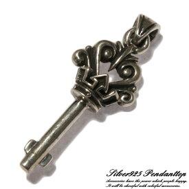 シルバー925 王冠をあしらった力強いデザインの鍵モチーフペンダントトップ silver925 シルバーアクセサリー シルバー製 ペンダントヘッド メンズ
